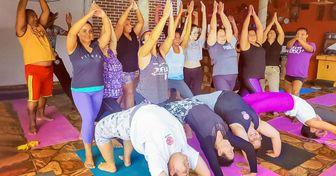 Projeto voluntário utiliza a prática da ioga para aumentar a qualidade de vida dos moradores de comunidades em São Paulo