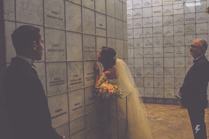 Gata aparece em casamento e não se separa do vestido da noiva (que revelou detalhes da história)