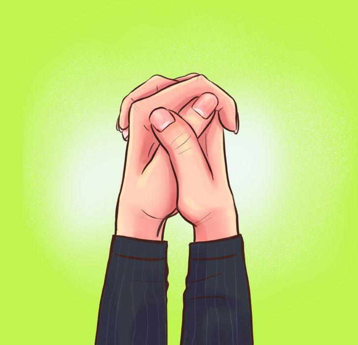 A forma como você cruza os dedos diz muito sobre o tipo de pessoa que você é