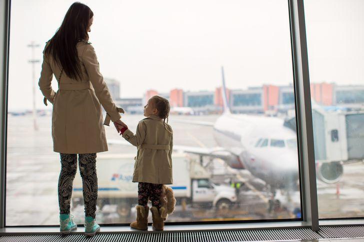 10 Coisas que médicos e viajantes experientes não recomendam usar em um avião