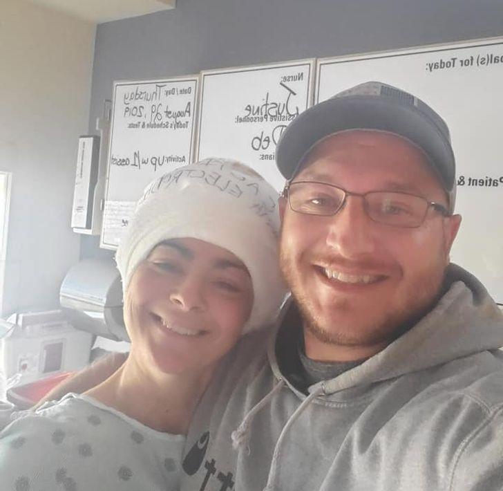 Ela teve um parto difícil e perdeu a memória, mas seu marido conseguiu manter a família unida