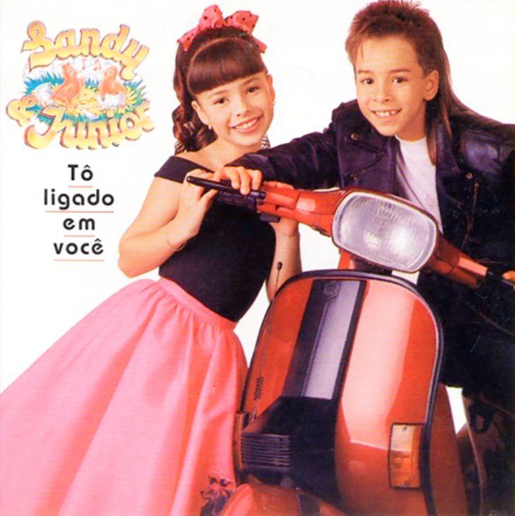 Relembramos as principais fases da carreira da dupla Sandy & Junior e seus sucessos