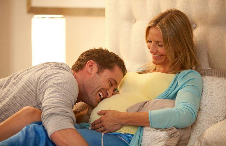 Pesquisadores recomendam que os pais conversem e cantem para seus bebês ainda no ventre (e vamos te contar os benefícios)