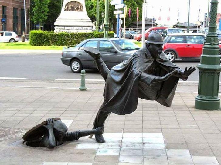 20+ Monumentos e obras de arte mais hilários e surpreendentes que você vai ver hoje